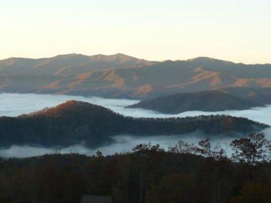 Gatlinburg Falls Resort: Fog in the Mountains