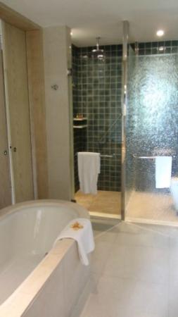 Shangri-La's Boracay Resort & Spa : shower