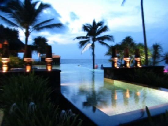 Shangri-La's Boracay Resort & Spa: One of the few pool, this is better for actual swimming