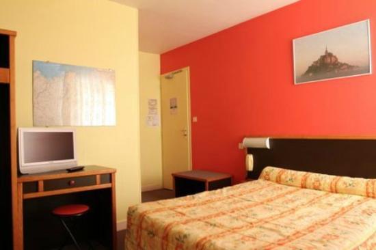 Hotel De La Tour Brette : Toutes les chambres avec écrans plats et WIFI gratuite