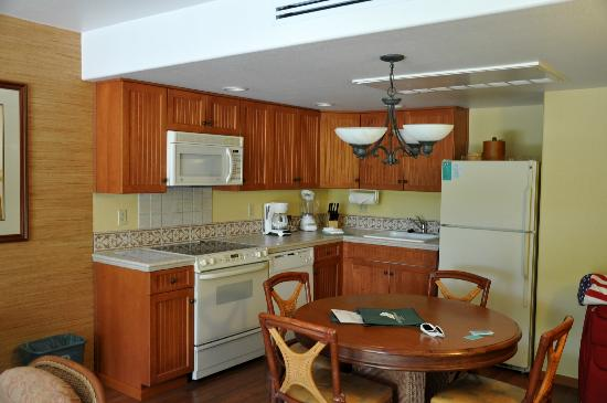 Kauai Coast Resort at the Beachboy: Kitchen