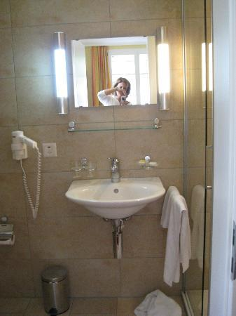 Hotel Staubbach: Bathroom