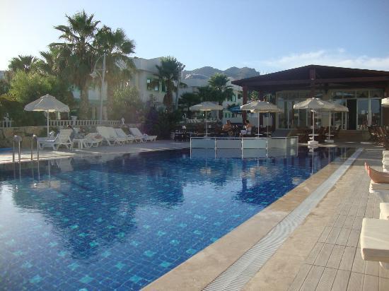 Viras Hotel - Restaurant : Hotel Pool
