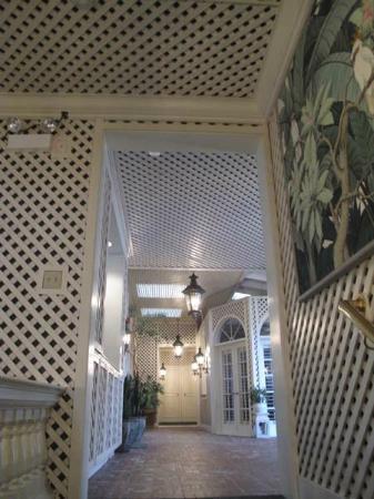 Pine Inn: Hallway