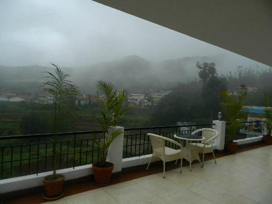 Mount 'n' Mist: This pic was taken from the corridor around 03:00 PM in the afternoon