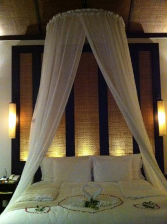Anantara Mai Khao Phuket Villas: huge and a selection of six types of pillows