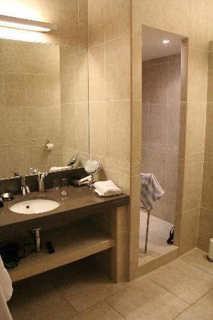 Hotel Perla Rossa: salle de bains