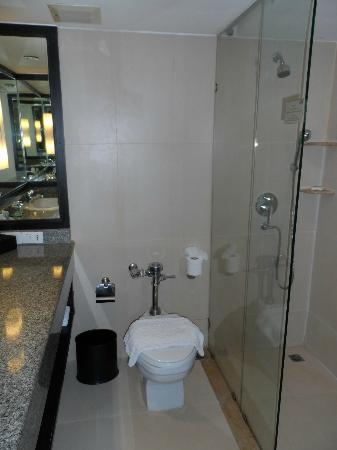 The Regent Cha Am Beach Resort: Shower room 1426