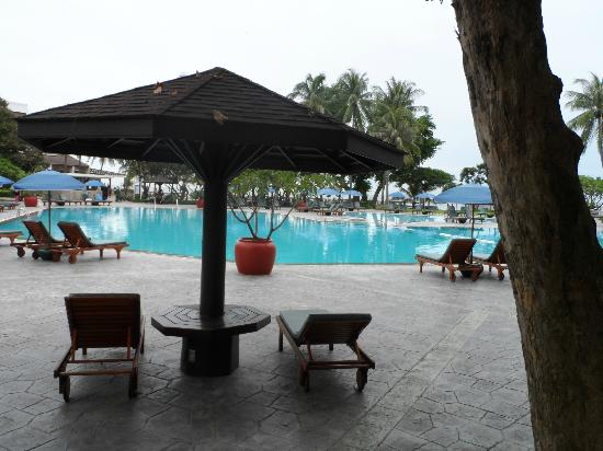 The Regent Cha Am Beach Resort : main pool