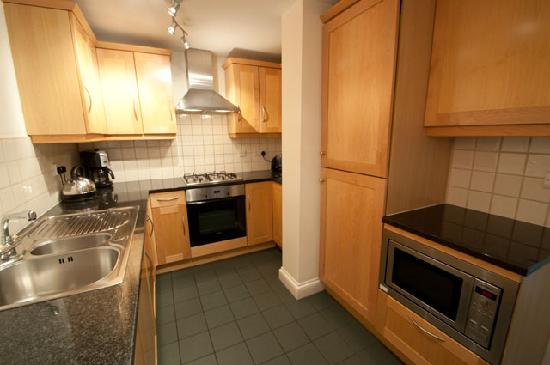 Basil Street Apartments: Kitchen in Superior Three Bedroom Apartment