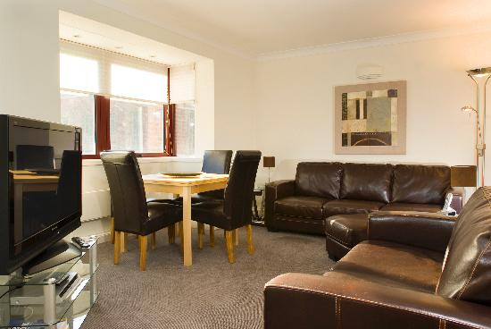Basil Street Apartments: Living area in Three Bedroom Apartment