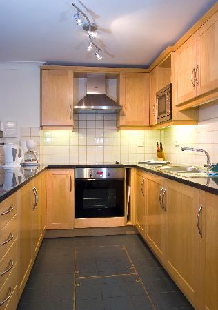 Basil Street Apartments: Large Studio Apartment Kitchen