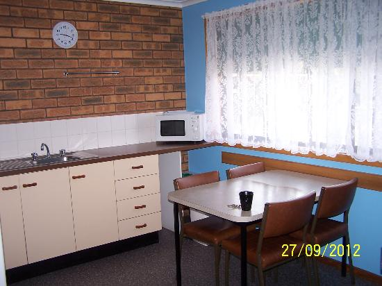 Marlo Caravan Park & Motel : Kitchen/Dining