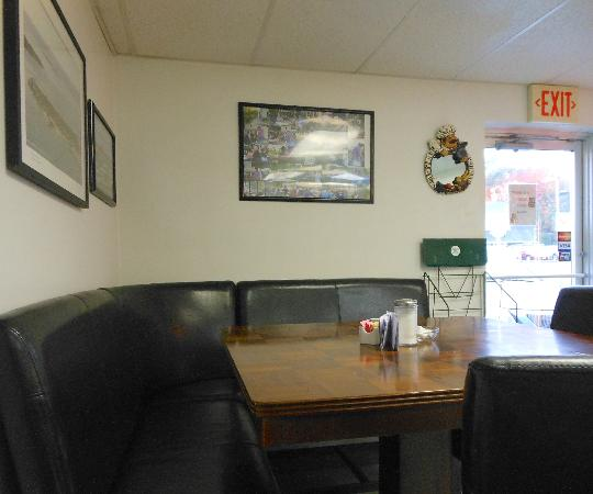 Auto Mile Diner : Paet of dining room