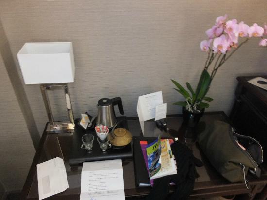 Hotel du Louvre: 部屋にあった蘭の花とお手紙