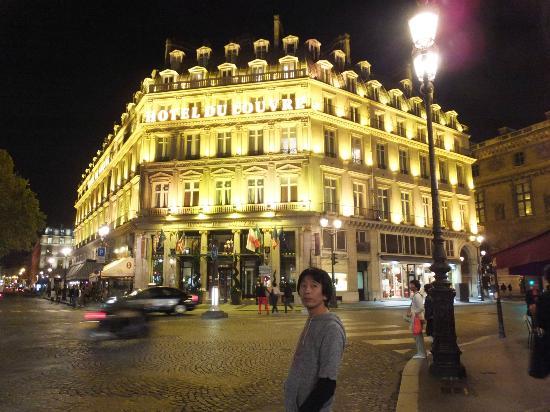 Hôtel du Louvre: ホテル外観