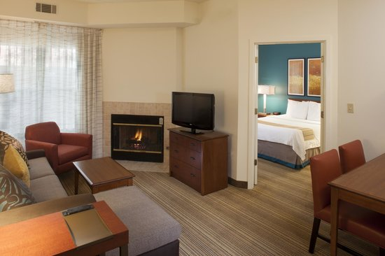 Residence Inn Asheville Biltmore: Newly Renovated Two Bedroom Suite