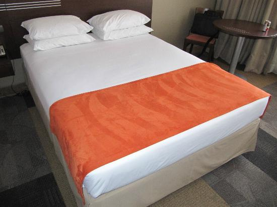 Atton Hotel El Bosque: Beds are simple and basic, but clean.