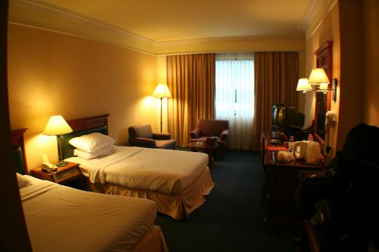 Royal Benja Hotel: The room