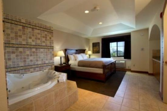 Jackson, CA: Executive Suite Bedroom