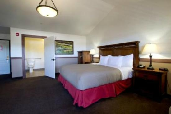 Jackson Rancheria Casino Resort: Deluxe King Accessible Room