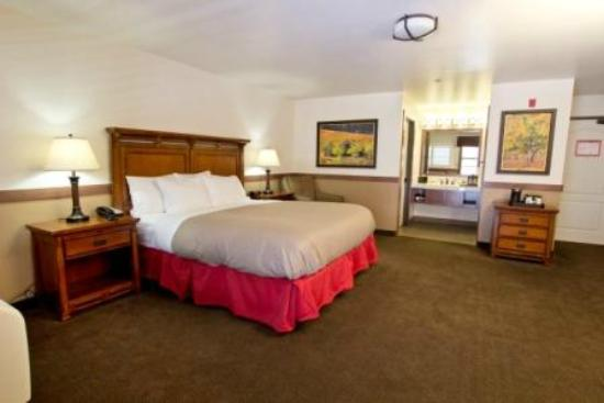 Jackson Rancheria Casino Resort: Deluxe King Room