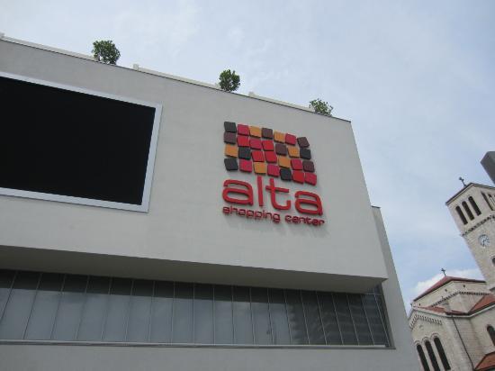 Alta Shopping Center: Alta