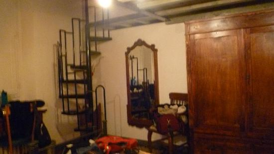 Rifredi B&B: stairwell to go to second bed in room