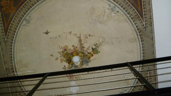 Rifredi B&B: decoration on ceiling