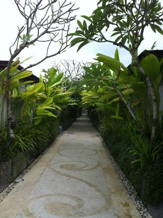 Ivory Resort Seminyak: Enterance area to the room