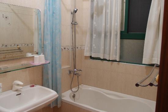 Sheet Music B&B: Bathroom