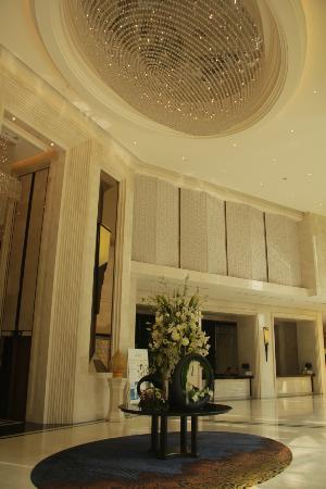 Grande Centre Point Terminal 21: Lobby again