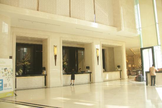 Grande Centre Point Terminal 21: Lobby