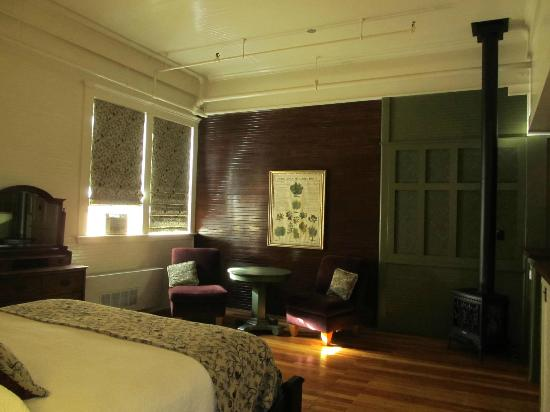 McCloud Mercantile Hotel: Inside our room