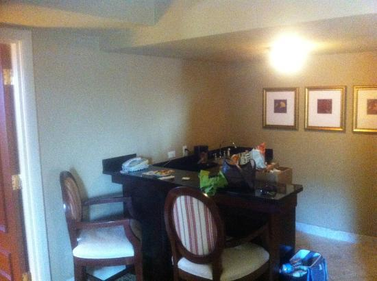 The Read House Historic Inn And Suites: One of two mini bar areas