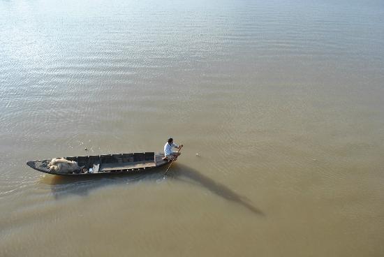 Ben Tre Province, Vietnam: fisherman / Ba Lai river