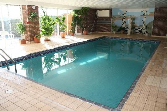 Lantern Lodge: Indoor heated pool