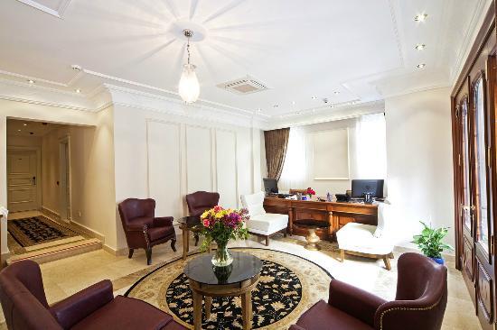 Aren Suites: Lobby