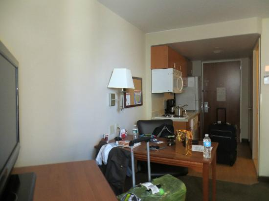 room picture of candlewood suites new york city times. Black Bedroom Furniture Sets. Home Design Ideas