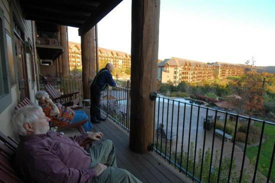 Big Cedar Lodge : The balcony of our suite