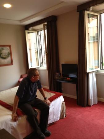 Hotel dei Borgognoni: Our hotel room