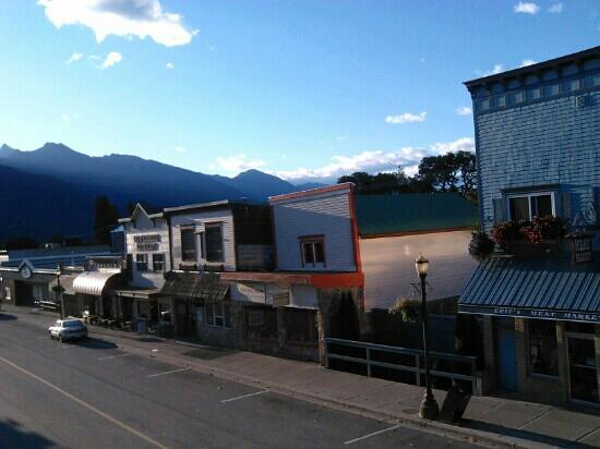 Treehouse on the main street, picture taken from Kaslo Hotel.