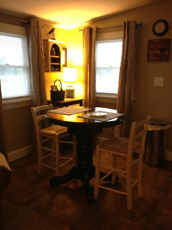 Piney Hill Bed & Breakfast: The breakfast nook.