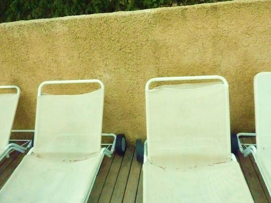 Le Lantana:                                                       lovely deck chairs