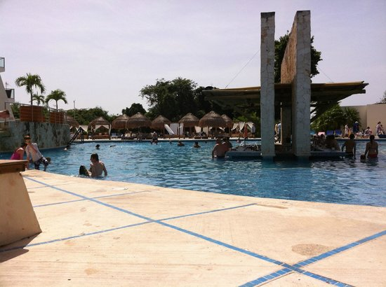 Grand Sirenis Riviera Maya Resort & Spa: Main pool again