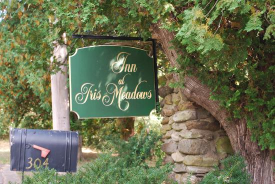 Inn at Iris Meadows: Street Sign