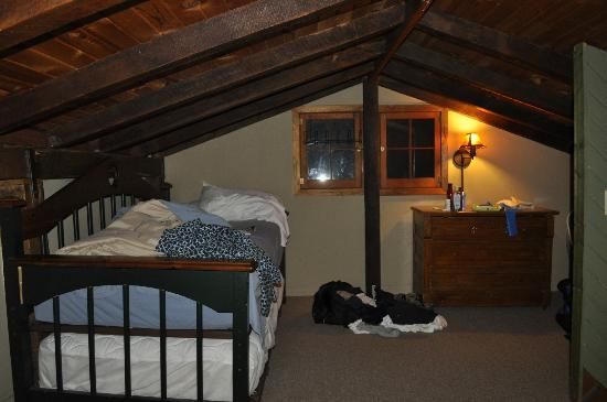 Candlewood Cabins: Hillside Loft