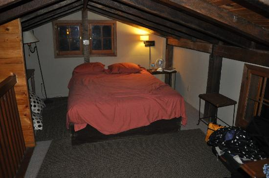 Candlewood Cabins: Hillside Cabin Loft