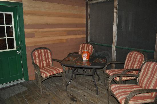 Candlewood Cabins: Screened in Porch Hillside Cabin