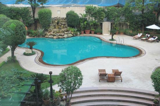 Hilton Mumbai International Airport: Pool